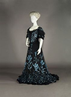 Evening dress, British, ca. 1903. Kobe Fashion Museum