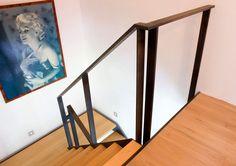 Open trapleuning uit natuurlijk blauw staal, rechthoekig profiel (project te Ternat) - hebben hebben - maar dan wel in zwarte lak
