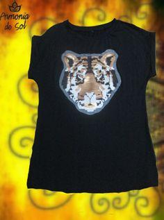 Remera de modal con tigre bordado en lentejuelas