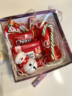 DIY Christmas Gift Basket Ideas for Family and Friends chocol. DIY Christmas Gift Basket Ideas for Family and Friends chocolate gift box with candy cane. Handmade Valentine Gifts, Valentine Gift Baskets, Diy Gift Baskets, Christmas Gift Baskets, Christmas Gift Box, Grinch Christmas, Cheap Christmas, Kids Christmas, Diy Christmas Gifts For Friends