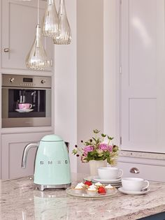 KLF01PKUK | Smeg UK Kettle, Pink ONLY AVAILABLE FROM SELECTED DEALERS