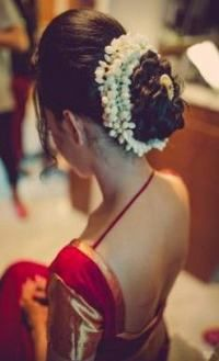 super ideas for hair bun for saree south indian bride, - Hairstyle For Medium Length Hair - internationally inspired Saree Hairstyles, Open Hairstyles, Bride Hairstyles, Hairstyles Videos, School Hairstyles, South Indian Bride Hairstyle, Indian Wedding Hairstyles, Bridal Hair Buns, Bun Hair