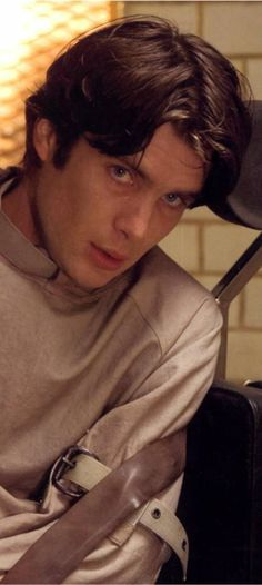 Cillian Murphy as Dr. Jonathan Crane/Scarecrow in Batman Begins. He has such beautiful eyes.