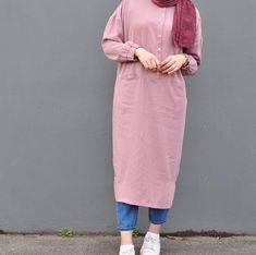 How to wear pink shirt chic New ideas Hijab Fashion Summer, Modest Fashion Hijab, Modern Hijab Fashion, Street Hijab Fashion, Modesty Fashion, Casual Hijab Outfit, Hijab Fashion Inspiration, Hijab Chic, Fashion Outfits