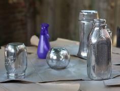 Tarros pintados con efecto espejo 7 Old Glass Bottles, Recycled Bottles, Solar Light Crafts, Solar Lights, Dollar Tree Vases, Wine Bottle Crafts, Mercury Glass, Crafty Craft, Ornaments