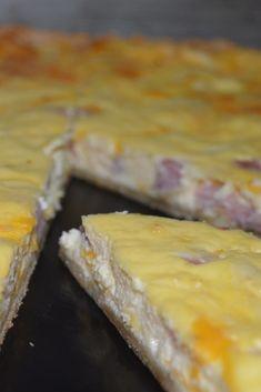 Hoy hemos publicado esta receta en el blog. En ella, preparamos una quiche de jamón york y queso; ideal para una cenita informal en compañia de amigos.