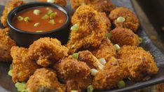 Kick that boring veggie plate to the curb! Your next dinner deserves a tastier appetizer that doesn't give veggies a bad rap, and that's where this Fried Buffalo Cauliflower recipe come… Raw Cauliflower, Buffalo Cauliflower, Cauliflower Recipes, Tempura, Thing 1, Vegan Fried Chicken, Veggie Plate, Food Menu Design, Low Carb Pizza