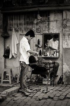 Barber of confidence Tony Barber, Barber School, Shaved Hair Cuts, Shaving Razor, Salon Style, Grooming Kit, Photo Black, Black N White, Hair And Beard Styles