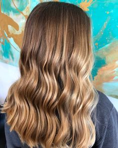 Stars like Sarah Jessica Parker were the first to launch the trend of ombre hair.At the last Fall / Winter fashion shows, the models also surfed on. Blonde Hair Paint, Brown Blonde Hair, Brunette Hair, Bronde Hair, Balayage Hair, Dyed Hair Pastel, Hair Painting, Hair Highlights, Hair Colors