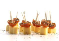 Trio van kaashapjes. Oude Noord-Hollandse Gouda met kerstomaatjes, jonge Noord-Hollandse Gouda met nori, belegen Noord-Hollandse Gouda met een crumble van walnoten - Recept Pascale Naessens - Rodezegel.be !