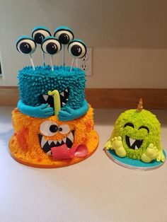 My cute monster cake with accompanying smash cake monster. Eyes are cake pops. Monster Smash Cakes, Monster Birthday Cakes, Little Monster Birthday, Monster 1st Birthdays, Monster Birthday Parties, Cake Smash, Monster Cupcakes, Halloween First Birthday, Boys First Birthday Party Ideas