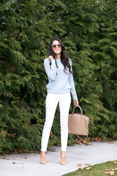 @Rach Parcell / Pink Peonies springs into style with J BRAND's 811 Mid-Rise Skinny Leg in Blanc.