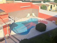 Piscina transbordante, Vende Excelente Moradia T5, piscina, em Belverde - Portugal Investe
