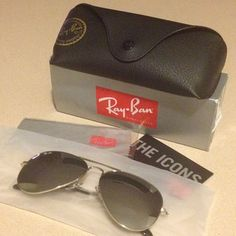 Ray Ban Aviator Sunglasses RB3025 W3277 58mm NO TRADE PRICE IS FIRM Unisex aviator sunglasses, silver mirror, metal frame. Never used as they were big on me. Ray-Ban Accessories Sunglasses