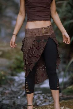 Acro Leggings schwarz Festival Kleidung 3/4 Länge Leggings | Etsy Hippy Fashion, Boho Fashion Over 40, Tribal Fashion, Look Fashion, Fashion Outfits, Pixie Outfit, Medieval Clothing, Steampunk Clothing, Tribal Mode