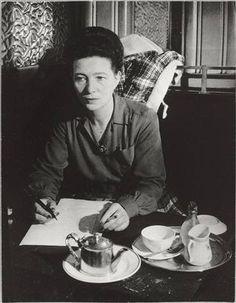 Simone de Beauvoir au café de Flore, Paris, 1945