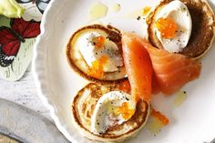 In about half an hour, you can have these gourmet smoked salmon pikelets on the table.
