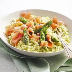 Green asparagus and smoked salmon risotto - Delpeyrat Smoked Salmon Risotto, Mediterranean Recipes, Pasta Salad, Food Inspiration, Asparagus, Potato Salad, Nutrition, Healthy Recipes, Cooking