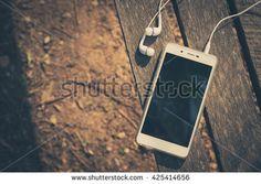 Headphones zdjęć stockowych, obrazów i zdjęć | Shutterstock