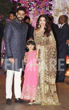 Aishwarya Rai Bachchan attends the Ambani bash with hubby Abhishek Bachchan and daughter Aaradhya Bachchan Aishwarya Rai Bachchan, Actress Aishwarya Rai, Aishwarya Movie, Indian Bridal Lehenga, Indian Bridal Fashion, Indian Saris, Sari Dress, Saree Blouse, Saree Trends