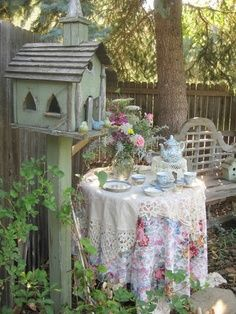 USE Mother's things on the patio!Cottage Garden Design Style Rustic garden is created with the birdhouse and the homey furniture with bold floral prints. Charming and vintage feeling for grandma to drink tea with her friends in the garden. Diy Garden, Dream Garden, Garden Art, Smart Garden, Summer Garden, Garden Design, Garden Ideas, My Secret Garden, Vintage Tea
