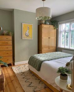 Green Bedroom Walls, Sage Green Bedroom, Sage Green Walls, Bedroom Wall Colors, Home Decor Bedroom, Small Guest Rooms, Stylish Bedroom, Home Office Design, New Room