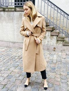 Look de Pernille in Camel Coat and Chanel Slingback Shoes