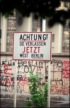 Sign @ Brandenburger Tor, Berlin 1989