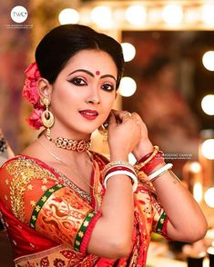 Stunning Bengali Brides That Are The New Trendsetter! Swoon Over These Gorgeous Bengali Brides And Their Gorgeous Bridal Attire. For more such bridal inspirations, stay tuned with shaadiwish. Bengali Bridal Makeup, Bengali Wedding, Bengali Bride, Indian Makeup, Indian Bridal Photos, Indian Bridal Fashion, Bride Poses, Wedding Poses, Indian Wedding Photography