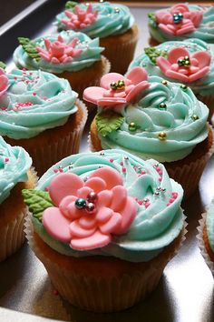 DIY Party - Summer Outdoor Baby Shower Planning Ideas:Cotton Candy Cupcakes (With fondant flowers) Cupcakes Flores, Floral Cupcakes, Pretty Cupcakes, Yummy Cupcakes, Shabby Chic Cupcakes, Cupcakes Design, Breakfast Cupcakes, Cake Designs, Blue Wedding Cupcakes