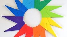 Você pode fazer estrela de origami para enfeitar a parede do quarto dos seus filhos ou até mesmo para ser a moldura de um quadrinho com imagem interna de