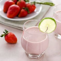 This paleo strawberry coconut smoothie is sweet and creamy with no added sugar or dairy. Perfect for breakfast or a snack. |cookeatpaleo.com