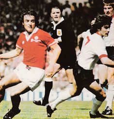 May Liverpool striker Kevin Keegan wrong footing Manchester United midfielder Lou Macari in the FA Cup Final, at Wembley. Kevin Keegan, Fa Cup Final, Manchester United, Golden Age, Liverpool, Finals, 21st, The Unit, Football