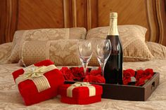 Romance - Champagne, Rose, Valentine, Red, Bed, Cup, Kwiaty, Tray, Room, Glass