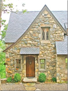Award winning cottage in Cashiers, NC | Architect Travis Mileti with Mountainworks Custom Home Design