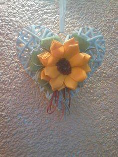 Cuore decorato con fiore kanzashi