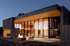 Hacker Architects builds holiday home in volcanic Oregon landscape Sustainable Architecture, Contemporary Architecture, Contemporary Design, Interior Architecture, Oregon Landscape, Oregon House, Sauna Design, Cedar Siding, Exterior Cladding