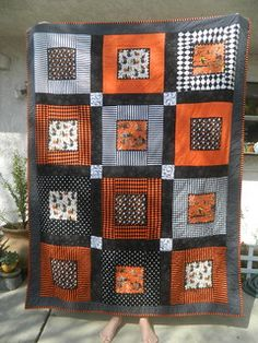 Would be cute as an OSU Quilt! Quilting: Halloween Quilt Easy Halloween quilt to make without a pattern - as long as you similar fabrics - or do you have a pattern? Colchas Quilting, Quilting Projects, Quilting Designs, Quilting Ideas, Halloween Quilt Patterns, Halloween Quilts, Halloween Blocks, Halloween Sewing, Easy Halloween