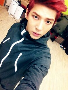Leo sends you a selca/ You: Hey! N's not with you for once!/ Leo: yeah I have peace and quiet for once