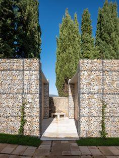Microscape utilizza cestini pieni di pietre per aggiornare il cimitero italiano