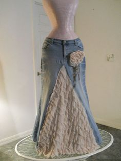Belle Époque jean skirt creamy ruffled silk. Easy to make. I will try this out of blue jeans