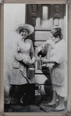 Santa Cruz de Tenerife - lecheras año 1950.... #fotoscanariasantigua #tenerifesenderos #fotosdelpasado #canariasantigua #canaryislands #islascanarias #blancoynegro #recuerdosdelpasado #fotosdelrecuerdo