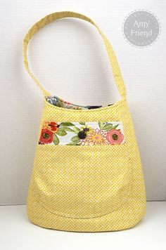 I love this bag...size, shape, fabric. maybe I'll have to buy the pattern for this one :) super cute!