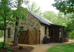 Dallas based architect specializing in tradition Texas Architecture with exquisite attention utilizing modern construction practices for energy efficiency