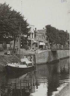 Zeilbootje bij de brug dijkstraat markt