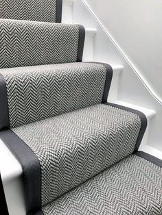 Good Pics grey Carpet Stairs Concepts One of many fastest approaches to revamp your tired old staircase would be to cover it with carpet. Buying Carpet, Stair Runner Carpet, Victorian Hallway, Staircase Design, Foyer Decorating, Hallway Flooring, Gray Stairs, Hallway Designs, Bedroom Carpet