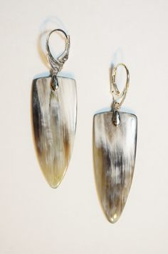 Earrings are made from Buffalo Horn.  Leverbacks are silver plated.  Buffalo Horn size approx.1 3/4 (4.5 cm) long.
