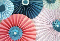 Rosaces papier corail marine toile pinwheel pour mariage, shower, anniversaire etc. avec des centres de strass et fleur