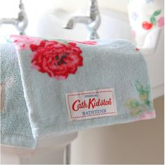 Cath Kidston Bath Mitt - Antique Rose Bouquet
