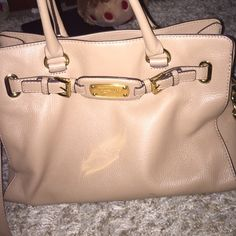 Michael Kors purse Very well condition Michael Kors Bags Shoulder Bags